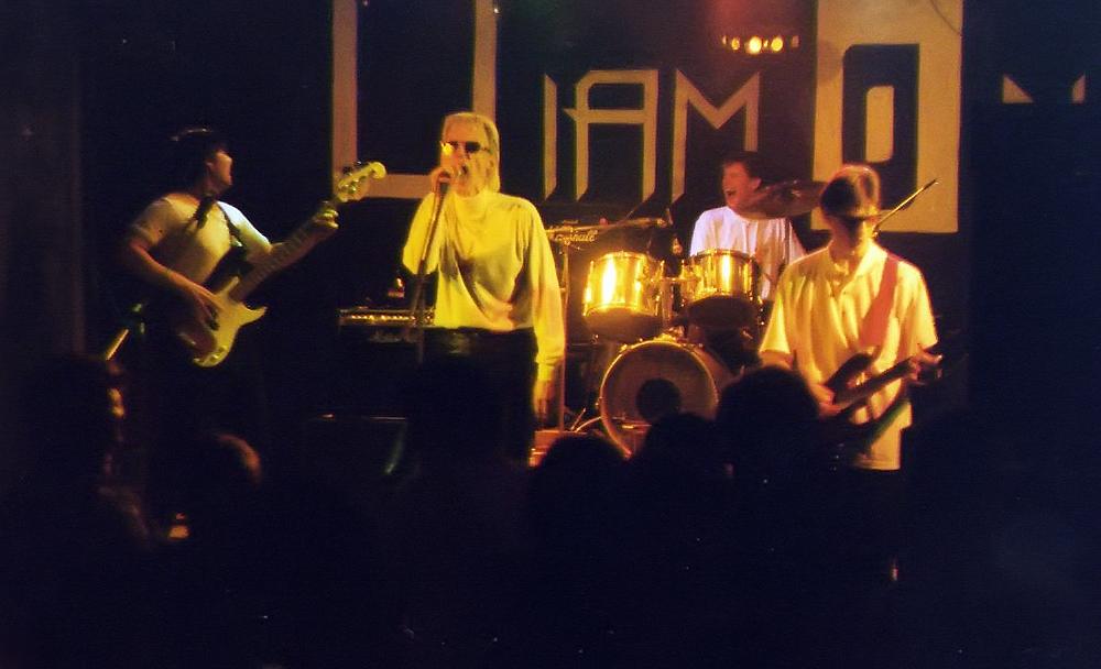 Gruppa_KAZEMAT_-_koncert_v_klube_DIAMOND_(1998)